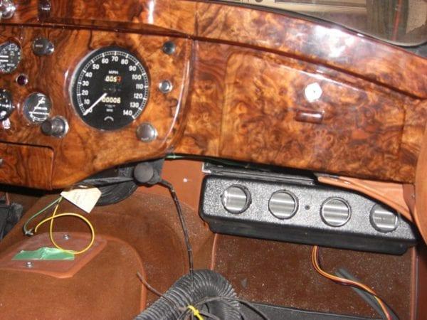 1951 JAGUAR XK120 INTERIOR