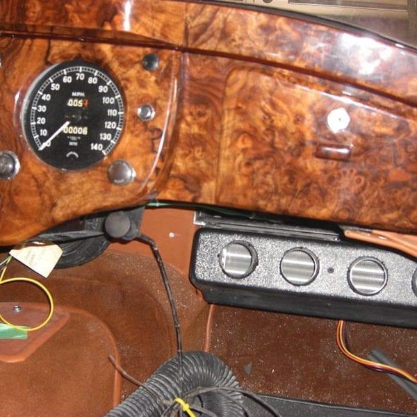 1955 JAGUAR XK140 INTERIOR