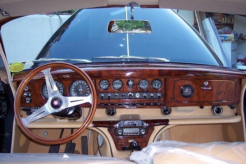 1966 JAGUAR 420 INTERIOR