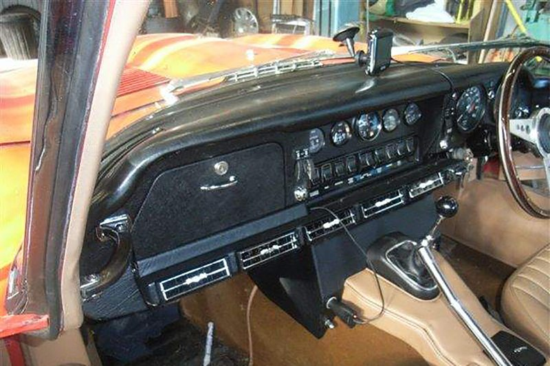 1971 JAGUAR E-TYPE S2 RHD INTERIOR